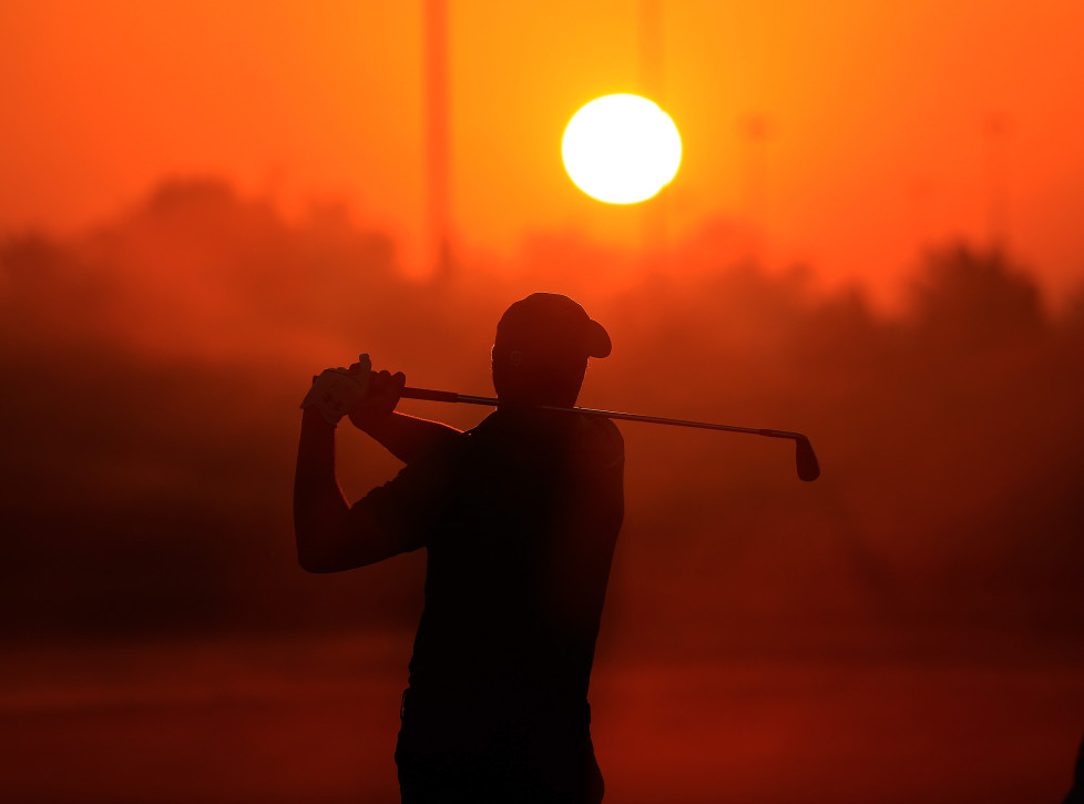 ABU DHABI, UNITED ARAB EMIRATES - JANUARY 21: Jordan Spieth of the United States warms up on the driving range as the sun rises before the first round of the 2016 Abu Dhabi HSBC Golf Championship at the Abu Dhabi Golf Club on January 21, 2016 in Abu Dhabi, United Arab Emirates. (Photo by David Cannon/Getty Images)