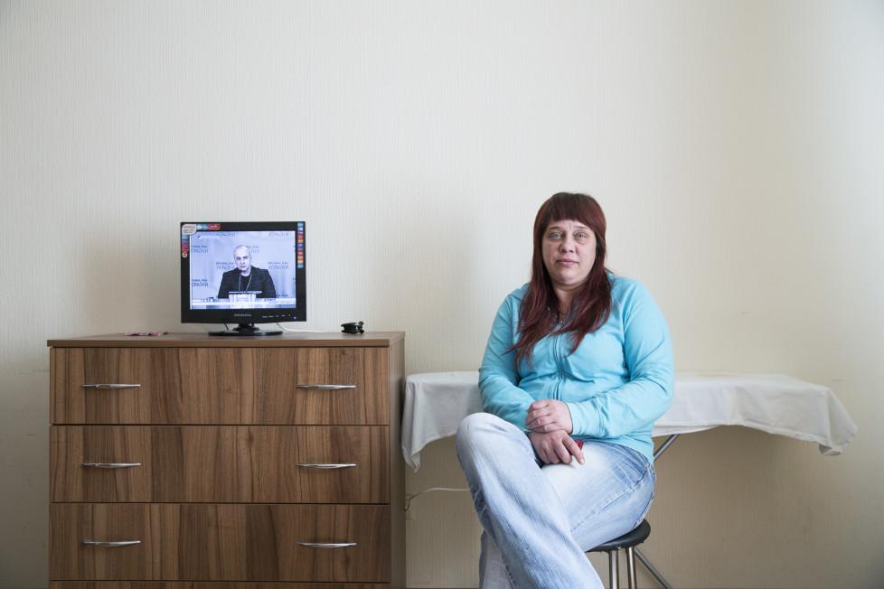 """""""Die Revolution kommt erst noch."""" Irina, 39, lebt als Flüchtling in einem Angestelltenhaus von Ex-Präsident Janukowitsch."""
