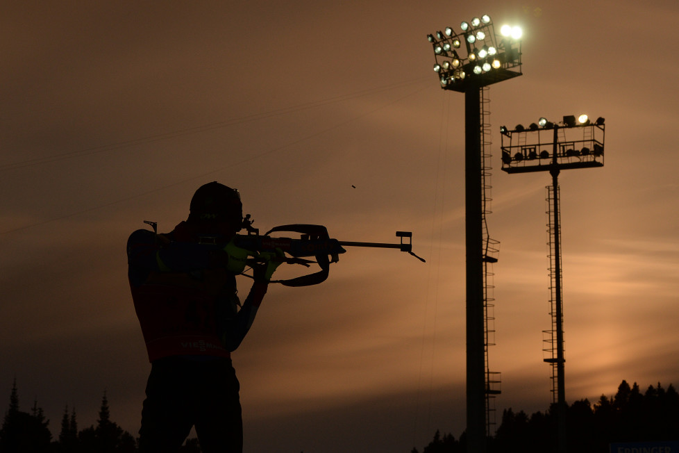France's Martin Fourcade shoots during the warm up shooting ahead of the men's 10km sprint race of the IBU Biathlon World Cup in Khanty-Mansiysk, Russia, on March 18, 2016. AFP PHOTO / EVGENY TUMASHOV / AFP / EVGENY TUMASHOV