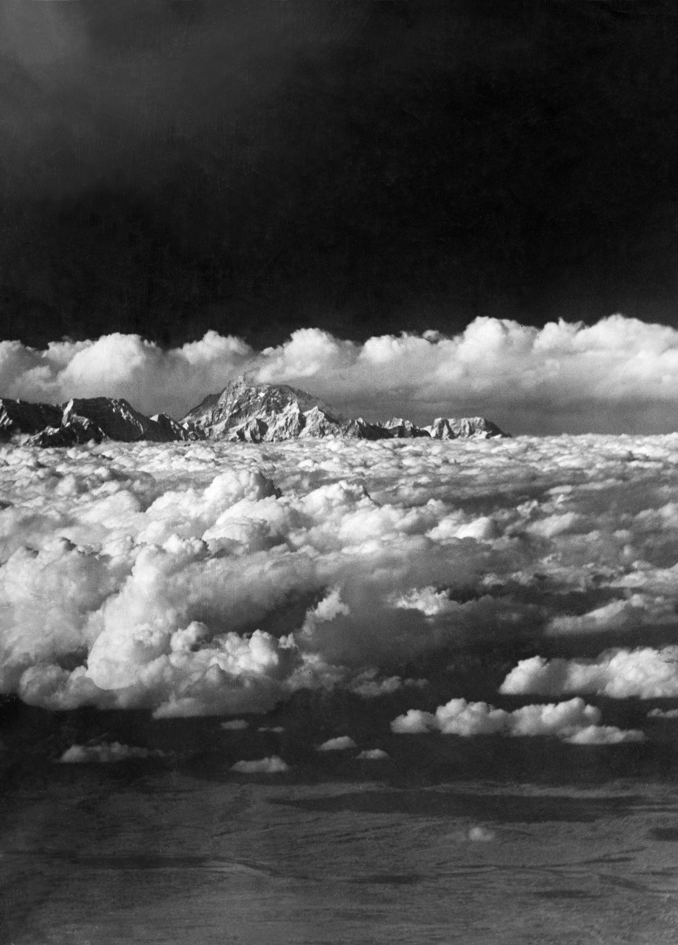(GERMANY OUT) The Houston Mount Everest Flight: infra-red picture of the Everest Range taken at a range of over 100 miles from one of the expedition's machine at a height of 22.000 ft. - April 1933- Photographer: BonnettVintage property of ullstein bild (Photo by ullstein bild/ullstein bild via Getty Images)