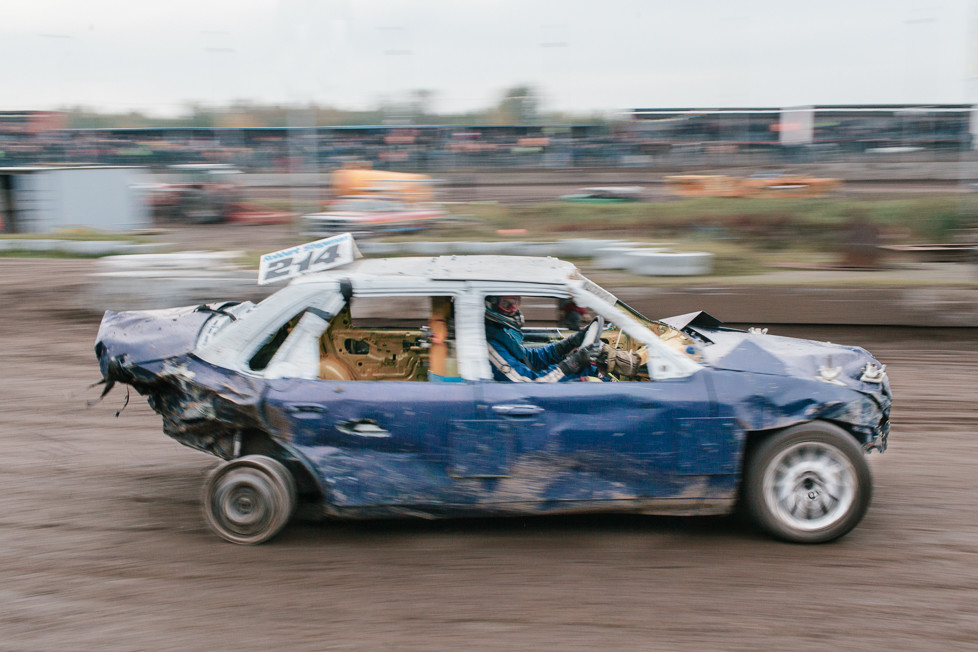 Racing without a rear tire, Emmen.