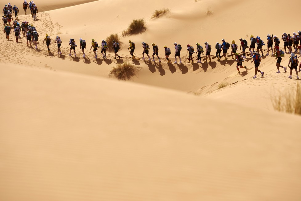 Competitors take part in the 31st edition of the Marathon des Sables on April 10, 2016 in the southern Moroccan Sahara desert. The 31st edition of the marathon is a live stage 257 kilometre race through a formidable landscape in one of the world's most inhospitable climates. / AFP PHOTO / JEAN-PHILIPPE KSIAZEK