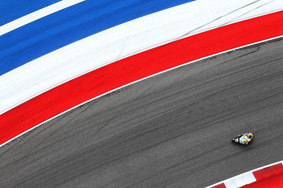 An overhead view of the Moto3 qualifying 1 is seen during the 2016 Grand Prix of the Americas MotoGP race at circuit of the Americas, in Austin, Texas on April 9, 2016. / AFP PHOTO / Thomas B. Shea