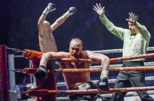 epaselect epa05241421 Robert Helenius (C) of Finland knocked out by Johann Duhaupas of France (L) during the WBC Silver Heavyweight Championship title fight in Helsinki, Finland, 02 April 2016.  EPA/KIMMO BRANDT FINLAND OUT