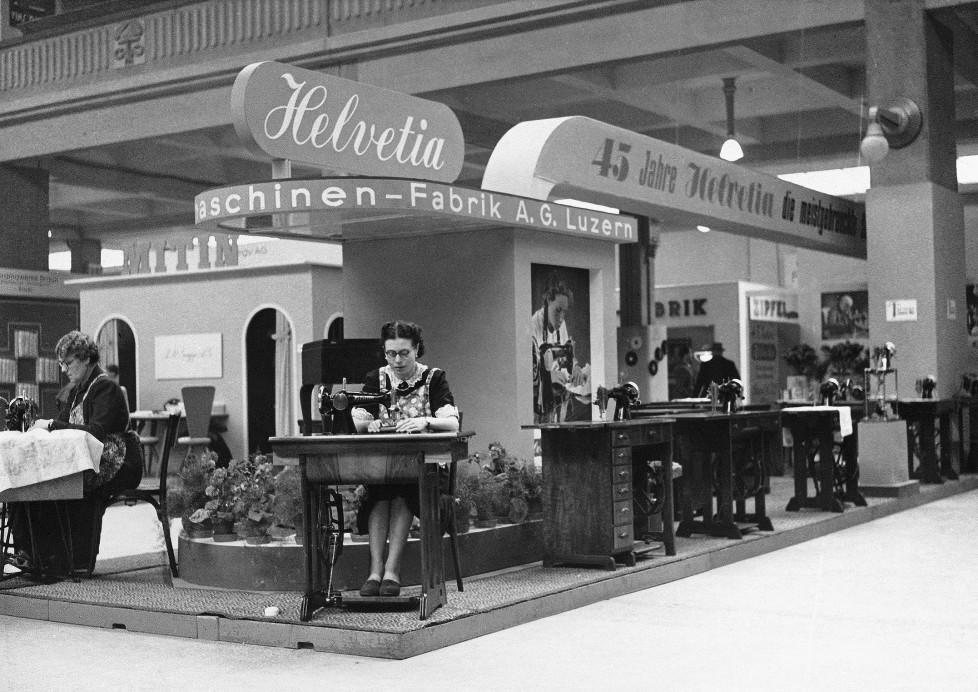 """Die 1895 gegründete Schweizerische Nähmaschinenfabrik AG in Luzern präsentierte sich 1940 mit der Marke """"Helvetia"""" prononciert patriotisdch. IM TAKT DER ZEIT BILDNACHWEIS Quelle: Staatsarchiv Basel-Stadt, Privatarchiv MCH Group"""