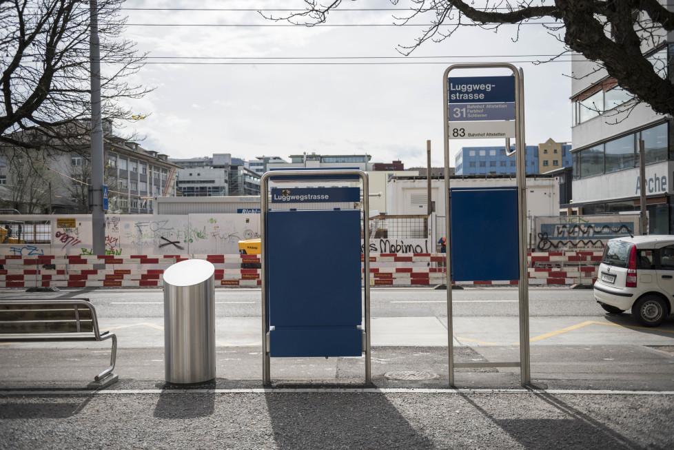 Buslinien 31 und 32 **Fotoblog** Bild 5 Linie 31, Haltestelle Luggwegstrasse mit Baustelle, (Tamedia AG/Thomas Egli, 31.3.2016)