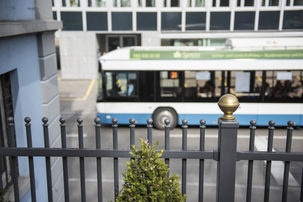 Buslinien 31 und 32 **Fotoblog** Bild 8 Linie 31 zwischen Kreuzplatz und Sprecherstrasse. (Tamedia AG/Thomas Egli, 31.3.2016)