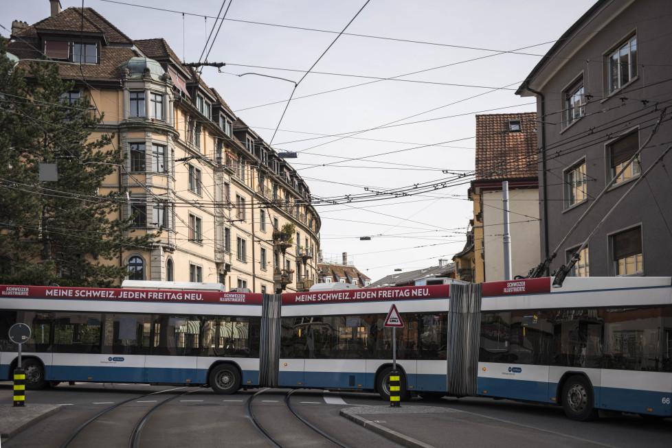 Buslinien 31 und 32 **Fotoblog** Bild 1 Linie 31, Kehrtwende beim Hegibachplatz. (Tamedia AG/Thomas Egli, 31.3.2016)