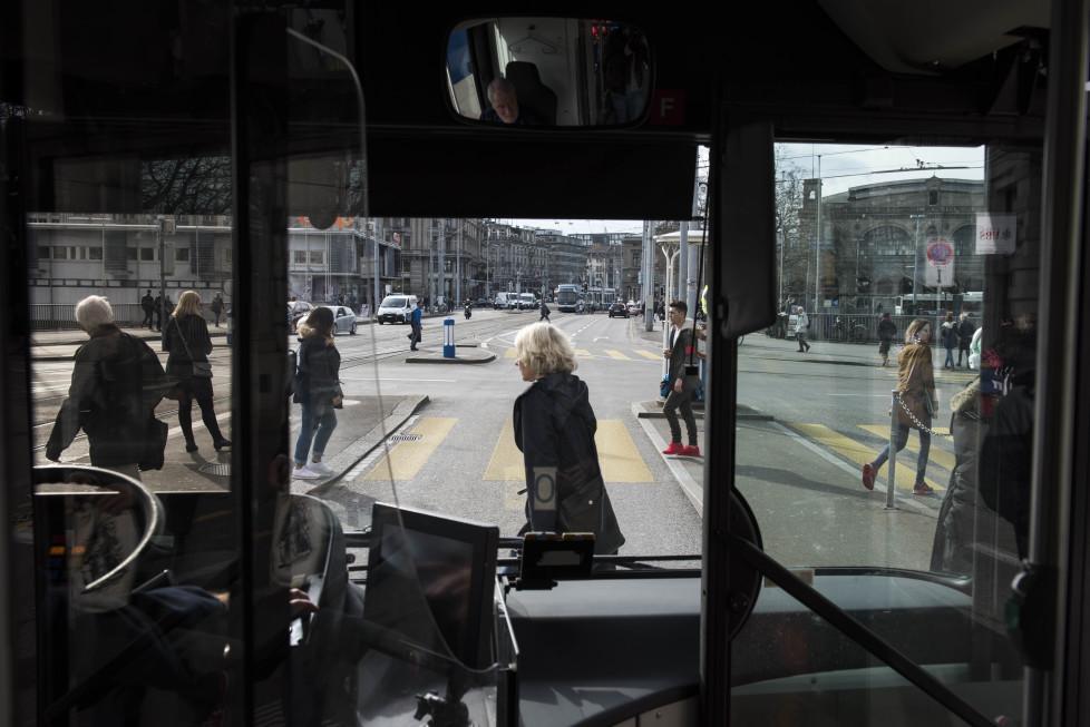 Buslinien 31 und 32 **Fotoblog** Bild 11 Linie 31 beim Central. (Tamedia AG/Thomas Egli, 31.3.2016)