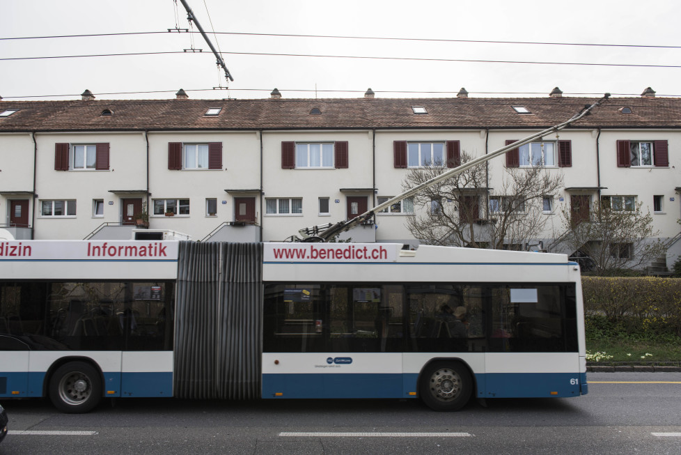 Buslinie 32, ***Bilder für Print*** Haltestelle Hagacker - meiste Stadtzürcher - viele Kinder - wenig umzüge - wenig Männer (Tamedia AG/Thomas Egli, 31.3.2016)