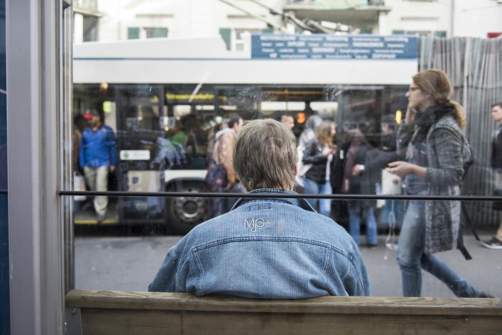 Buslinien 31 und 32 **Fotoblog** Bild 17 Linie 32, Haltestelle Militär-/Langstrasse mit vielen Junkies. (Tamedia AG/Thomas Egli, 31.3.2016)