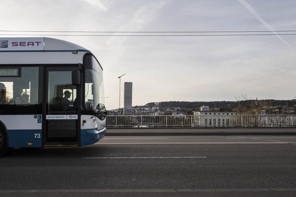 Buslinien 31 und 32 **Fotoblog** Bild 20 Linie 32 fährt über die Kornhausbrücke. (Tamedia AG/Thomas Egli, 31.3.2016)