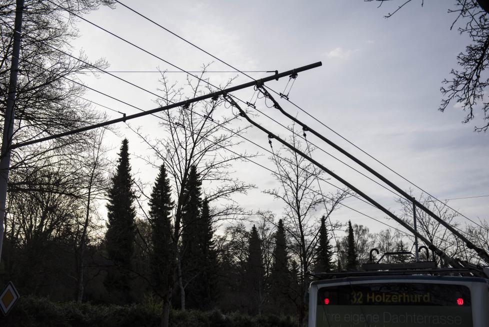 Buslinien 31 und 32 **Fotoblog** Bild 22 Linie 32 bei der Haltestelle Birchdörfli. (Tamedia AG/Thomas Egli, 31.3.2016)