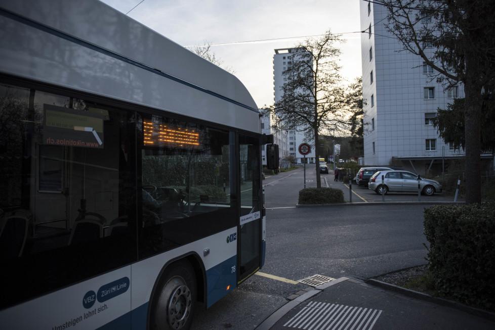 Buslinien 31 und 32 **Fotoblog** Bild 23 Linie 32, Endhaltestelle Holzerhurd. (Tamedia AG/Thomas Egli, 31.3.2016)