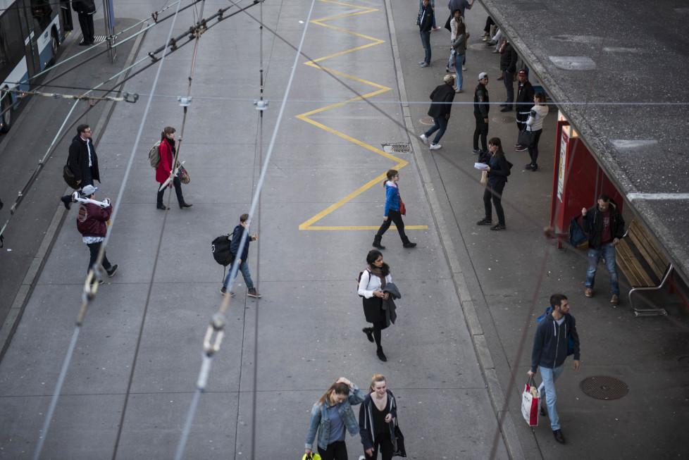 Buslinien 31 und 32 **Fotoblog** Bild 16 Linie 32, Haltestelle Bucheggplatz. (Tamedia AG/Thomas Egli, 31.3.2016)