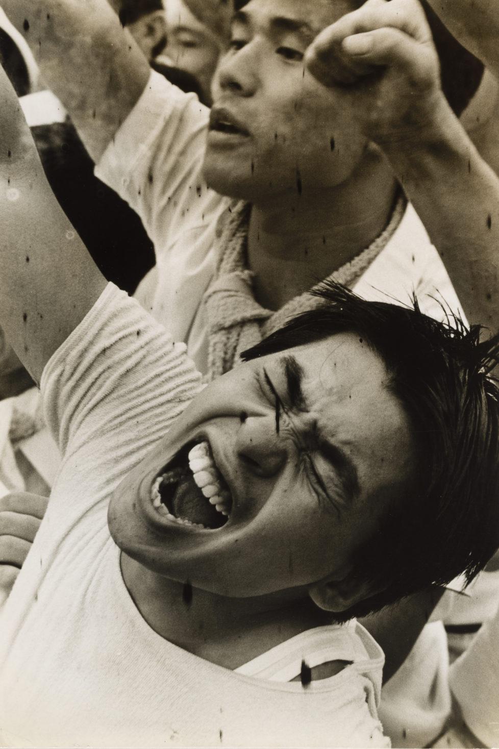 ** Provoke - Zwischen Protest und Performance Fotografie in Japan 1960 - 1975 ** Fotosmuseum Winterthur 28.5 - 28.8.2016 Anonym, Proteste gegen den Bau des Narita-Flughafen, um 1969. (c) Courtesy The Art Institute of Chicago