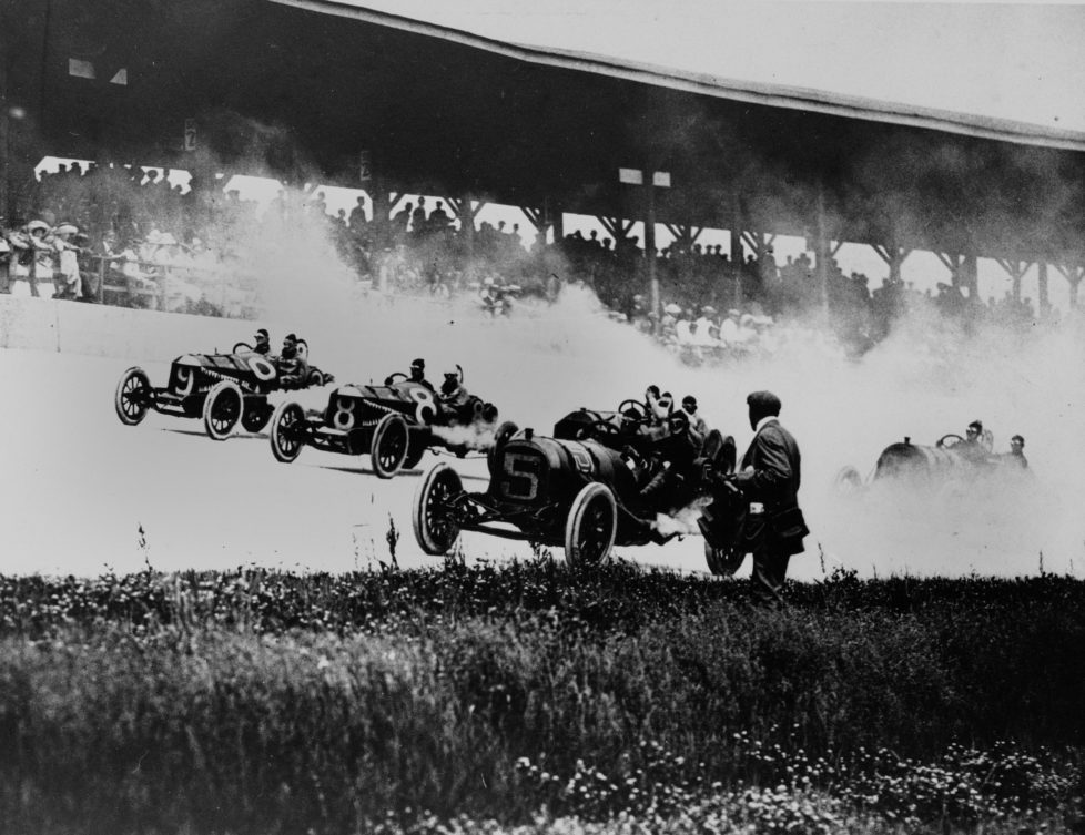 ZUR 100. AUSTRAGUNG DES AELTESTEN RUNDSTRECKEN-AUTORENNENS INDIANAPOLIS 500 AM SONNTAG, 29. MAI 2016, IN INDIANAPOLIS, USA, STELLEN WIR IHNEN FOLGENDES BILDMATERIAL ZUR VERFUEGUNG - This is the start of the 1911 Memorial Auto Race at the Indianapolis Motor Speedway, May 30, 1911. (KEYSTONE/AP Photo)