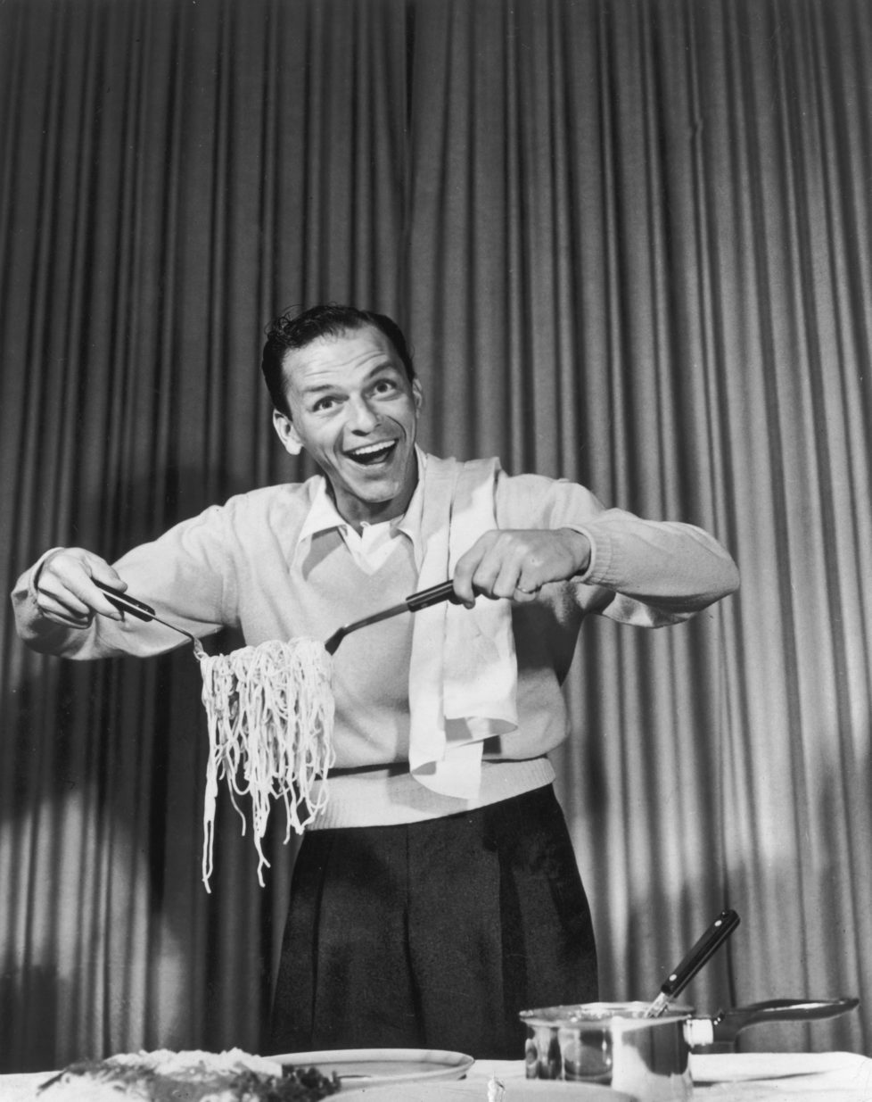 1952: American actor and singer Frank Sinatra (1915 - 1998) clowning around with spaghetti for an EKCO products commercial on the set of CBS-TV's, 'The Frank Sinatra Show.' (Photo by CBS Photo Archive/Getty Images)