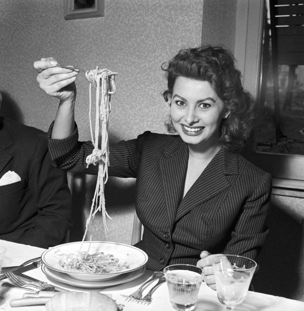 Italian actress Sophia Loren eating spaghetti in a restaurant, Italy, 1953. (Photo by Franco Fedeli/Reporters Associati & Archivi/Mondadori Portfolio/Getty Images)