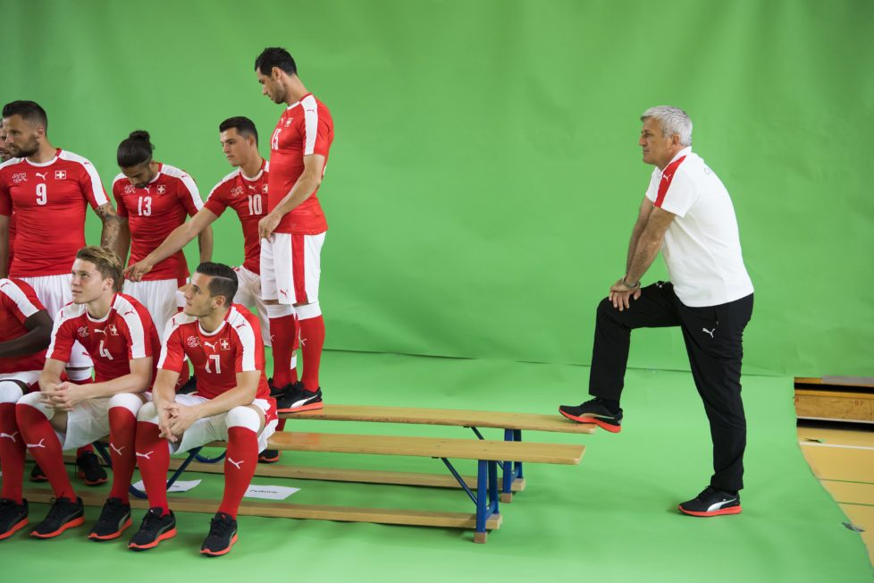 Swiss national soccer head coach Vladimir Petkovic, right, and Swiss soccer players attend a Swiss national soccer team photo shoot, in Lugano, Switzerland, Wednesday, June 1, 2016. The Swiss national soccer team prepares for the UEFA EURO 2016 soccer championship in France. (KEYSTONE/Jean-Christophe Bott)