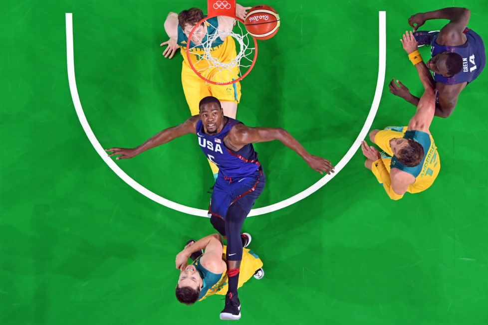 An overview shows USA's guard Kevin Durant (C) eye a rebound during a Men's round Group A basketball match between Australia and USA at the Carioca Arena 1 in Rio de Janeiro on August 10, 2016 during the Rio 2016 Olympic Games. / AFP PHOTO / Mark RALSTON