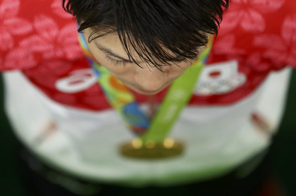 2016 Rio Olympics - Artistic Gymnastics - Final - Men's Individual All-Around Final - Rio Olympic Arena - Rio de Janeiro, Brazil - 10/08/2016. Kohei Uchimura (JPN) of Japan poses with his gold medal, REUTERS/Kai Pfaffenbach FOR EDITORIAL USE ONLY. NOT FOR SALE FOR MARKETING OR ADVERTISING CAMPAIGNS.