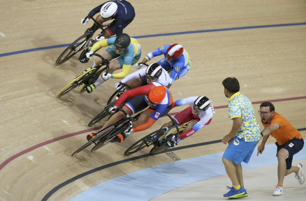 2016 Rio Olympics - Cycling Track - Final - Women's Keirin Final Race for 1st-6th Places - Rio Olympic Velodrome - Rio de Janeiro, Brazil - 13/08/2016. Elis Ligtlee (NED) of Netherlands leads the race. REUTERS/Eric Gaillard TPX IMAGES OF THE DAY. FOR EDITORIAL USE ONLY. NOT FOR SALE FOR MARKETING OR ADVERTISING CAMPAIGNS.