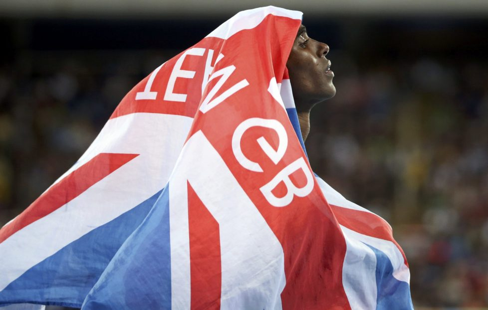 2016 Rio Olympics - Athletics - Semifinal - Men's 400m Semifinals - Olympic Stadium - Rio de Janeiro, Brazil - 13/08/2016. Mo Farah (GBR) of Britain celebrates winning the men's 10,000m final. REUTERS/Alessandro Bianchi TPX IMAGES OF THE DAY FOR EDITORIAL USE ONLY. NOT FOR SALE FOR MARKETING OR ADVERTISING CAMPAIGNS.