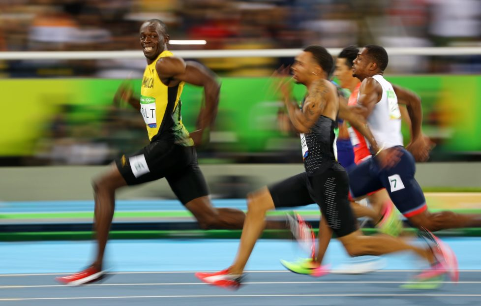 2016 Rio Olympics - Athletics - Semifinal - Men's 100m Semifinals - Olympic Stadium - Rio de Janeiro, Brazil - 14/08/2016. Usain Bolt (JAM) of Jamaica looks at Andre De Grasse (CAN) of Canada as they compete. REUTERS/Kai Pfaffenbach TPX IMAGES OF THE DAY FOR EDITORIAL USE ONLY. NOT FOR SALE FOR MARKETING OR ADVERTISING CAMPAIGNS.