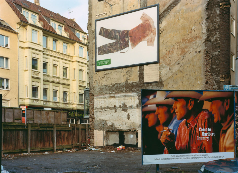 Max Regenberg, Kosovo' 1994, L.B. System Koeln-Mitte © MaxRegenberg/VG Bild-Kunst, Bonn 2013; Courtesy Galerie Thomas Zander, Köln