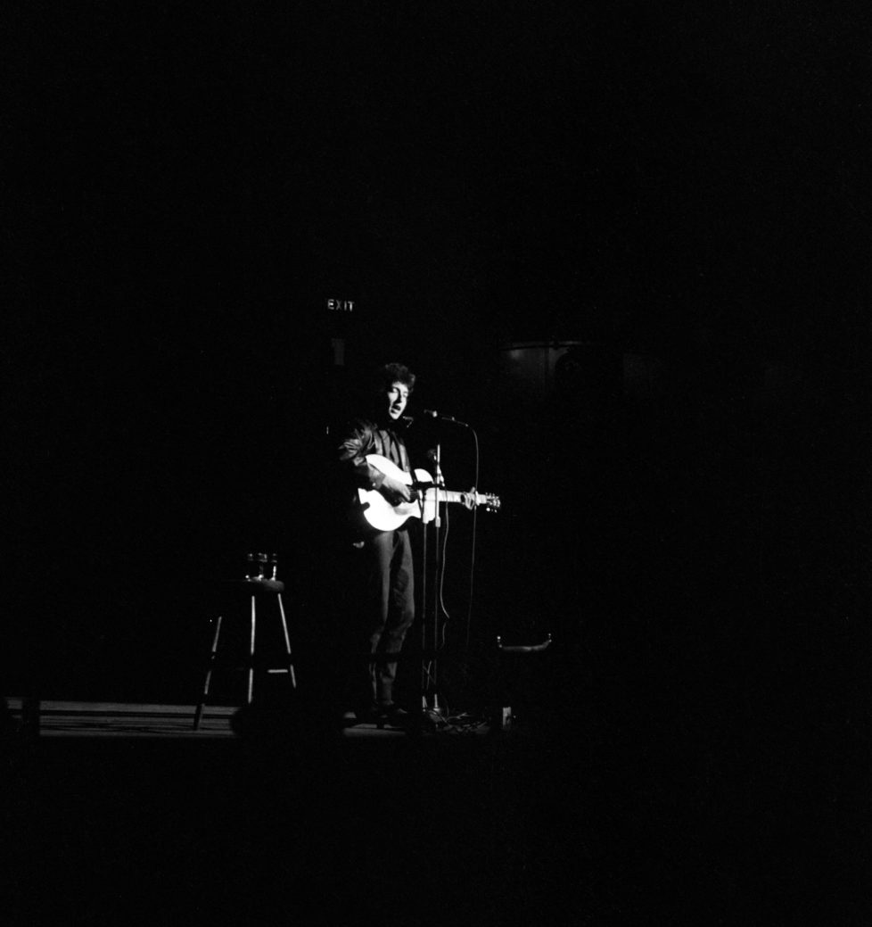 American folk singer Bob Dylan in concert at the Royal Albert Hall, London during his European Tour. 9th May 1965. (Photo by Daily Mirror/Mirrorpix/Mirrorpix via Getty Images) *** Local Caption *** 00437625