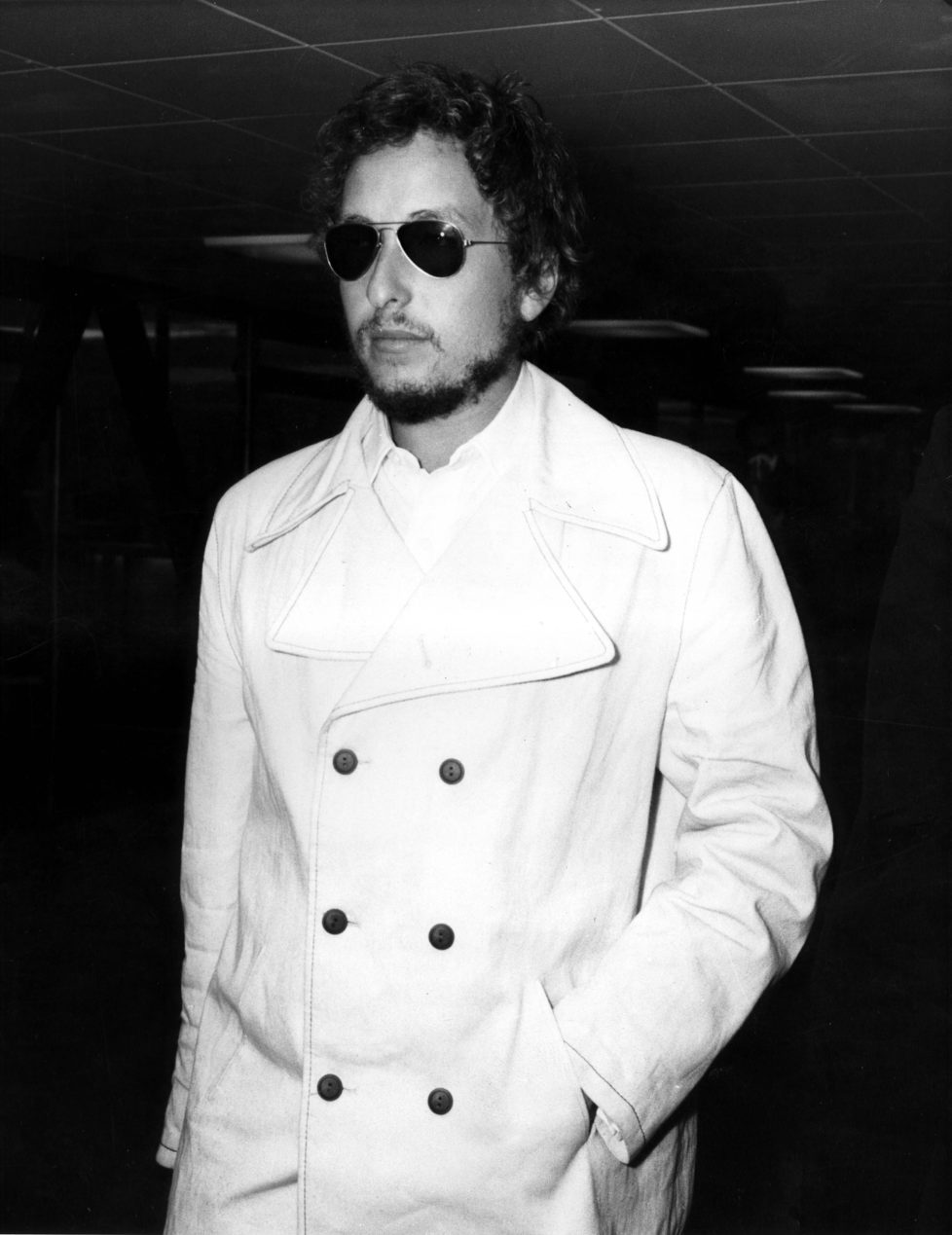 UNITED KINGDOM - AUGUST 26: Photo of Bob DYLAN; Event: Heathrow Airport 1969., Artist: Bob Dylan (Photo by Cummings Archives/Redferns)