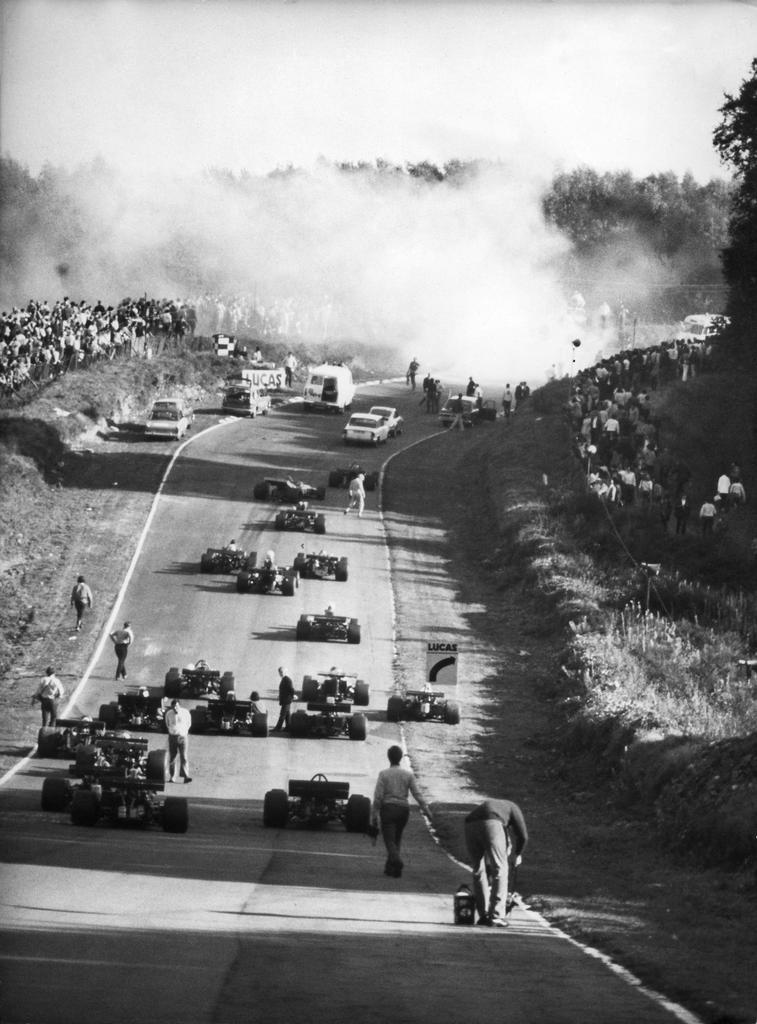 Aufnahme der Unfallstelle, an welcher der Schweizer Formel 1-Rennfahrer Jo Siffert am 24. Oktober 1971 beim Grand Prix von Brands Hatch (GBR) toedlich verunglueckte. (KEYSTONE/Str) === ===