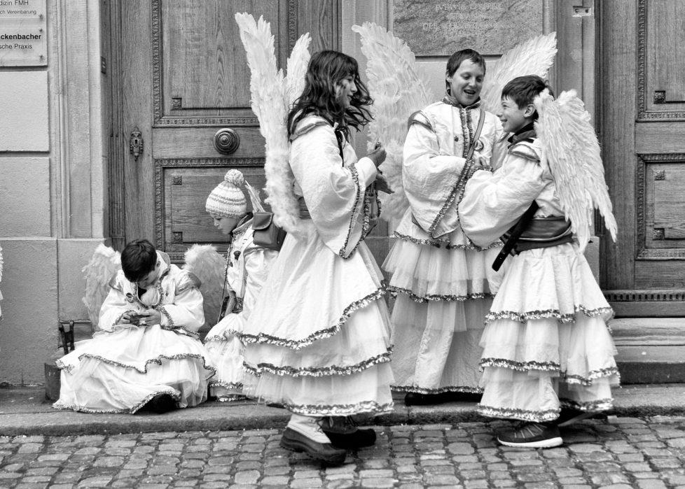 Engel Oder Bengel engel oder bengel engel oder bengel verkleidete kinder an der