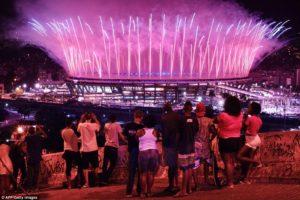 Einheimische an der Eröffnung der Olympischen Spiele in Rio 2016.